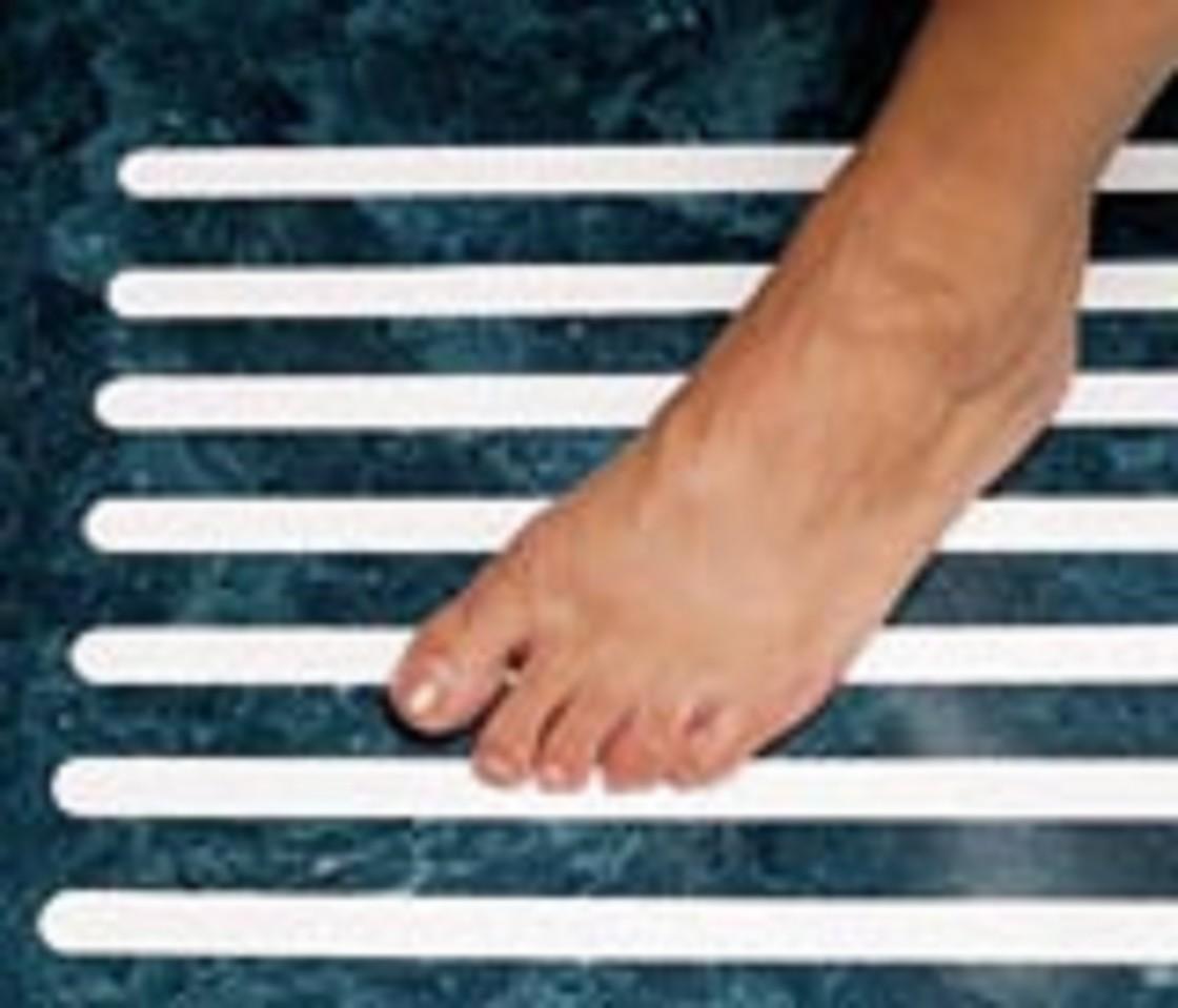 Bath safety anti slipping treads for Non slip bathroom flooring for elderly