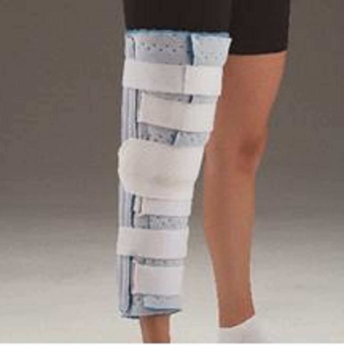 how to put on a knee immobilizer